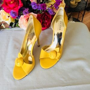 Guess open toe yellow pump size 6.5 Never used